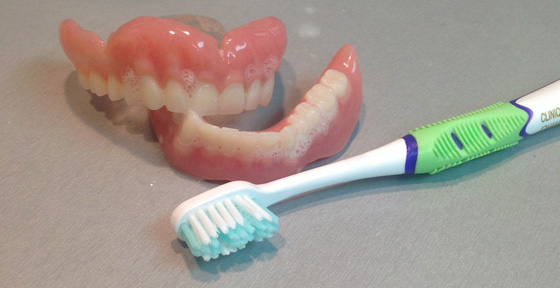 Entretien des prothèses dentaires